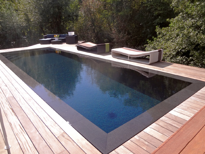 Design renovation piscine en polyester le mans 21 le for Cout d une piscine miroir